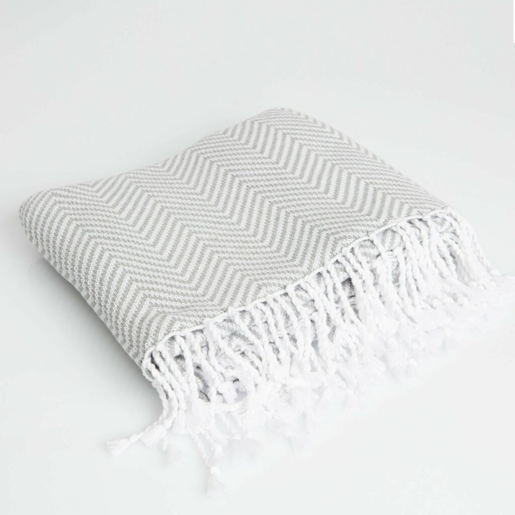 throw herringbone with tassel light grey+White 130x180 1