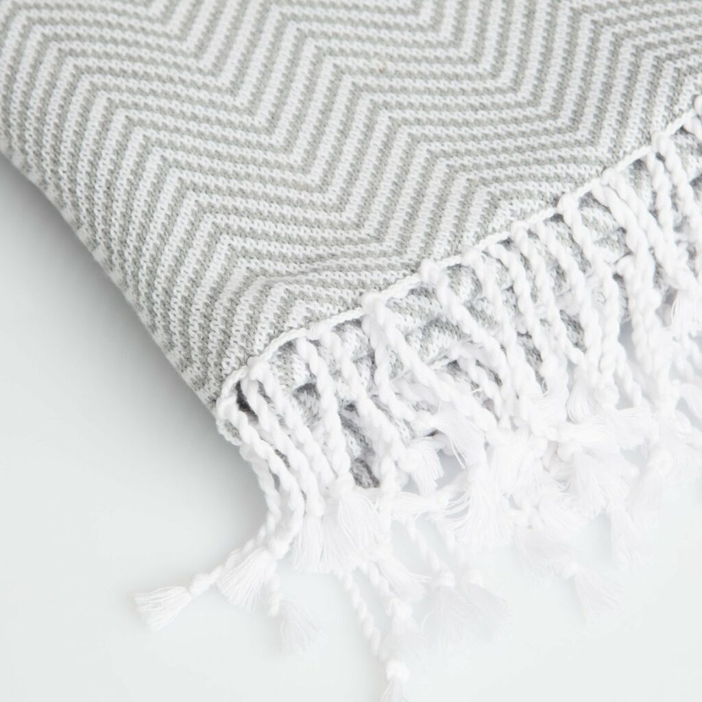 throw herringbone with tassel light grey+White 130x180 2