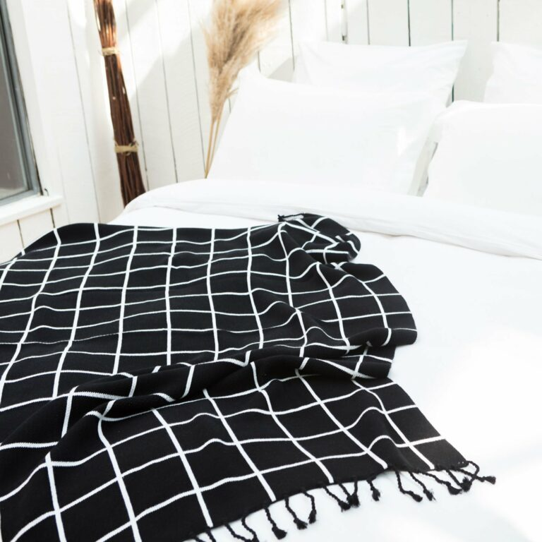 throw jacqard with tassel black+white 130x180 3
