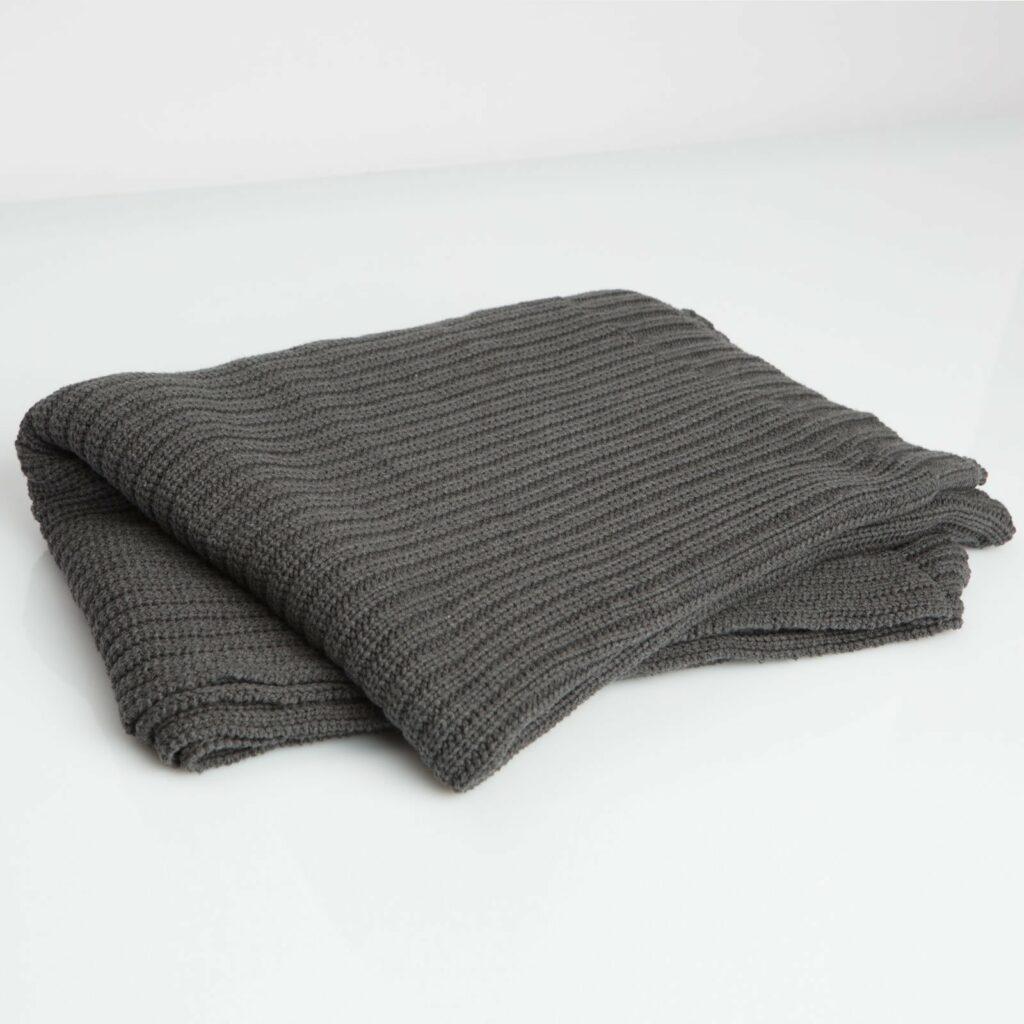 throw tuck charcoal 130x180 1