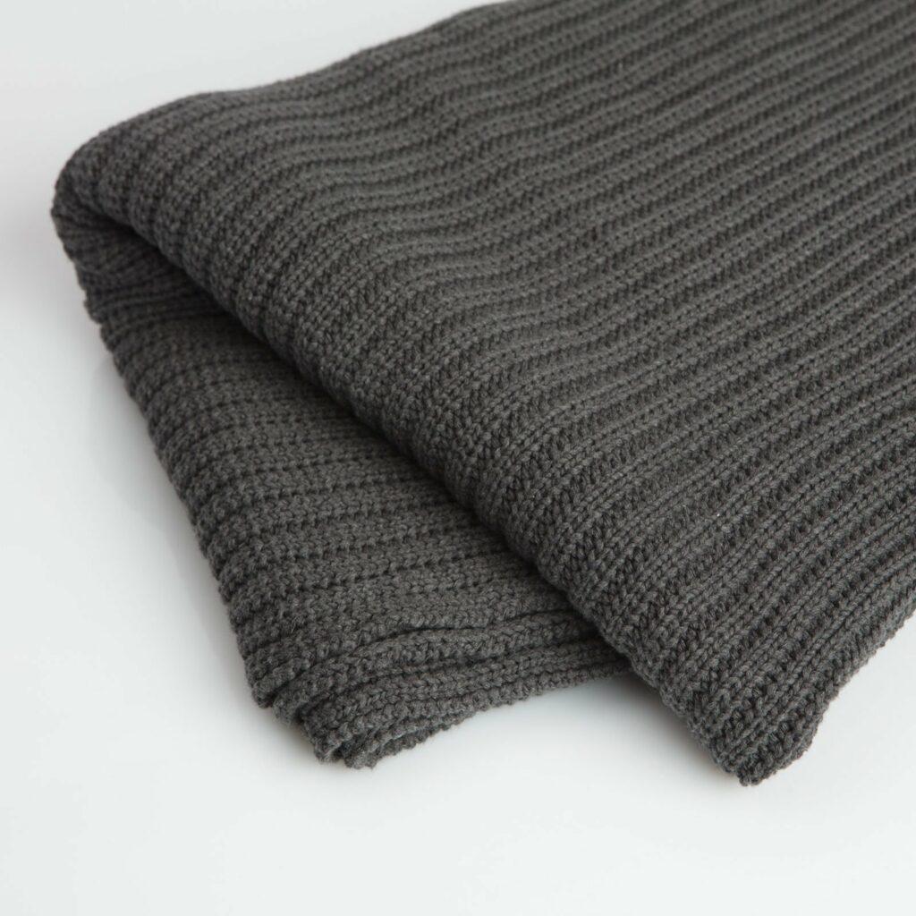 throw tuck charcoal 130x180 2