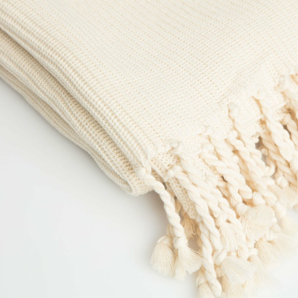 throw tuck with tassel natural 130x180 2