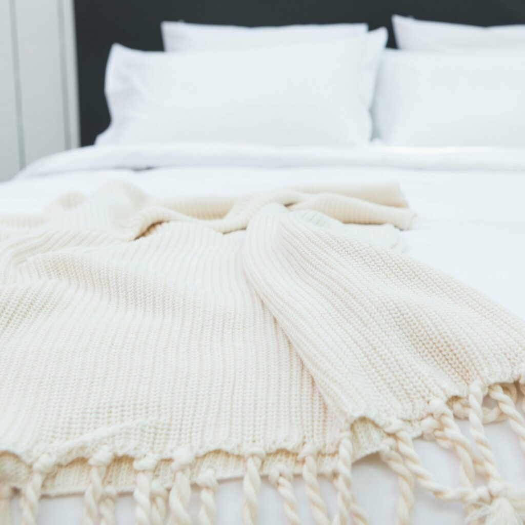 throw tuck with tassel natural 130x180 4